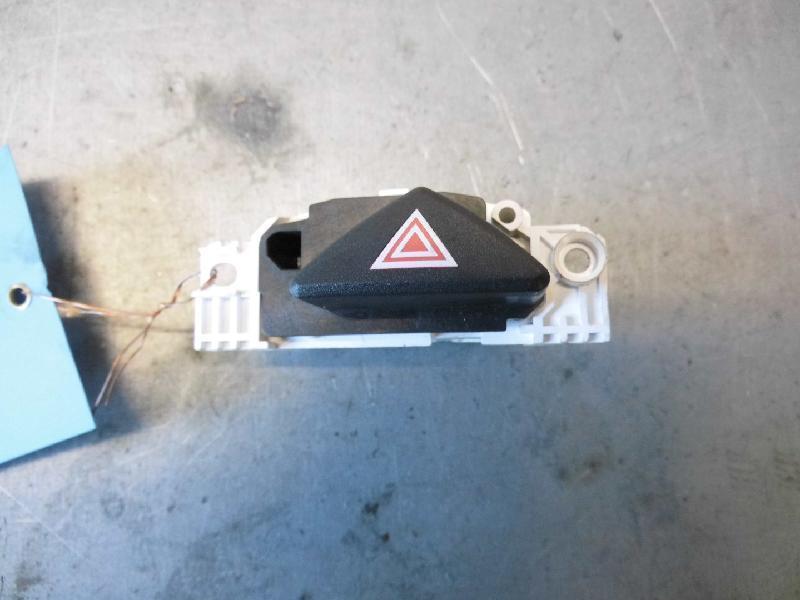 Warnblinkschalter Ford Focus Limo 3 und 5-türig (Typ:DBW/DAW)