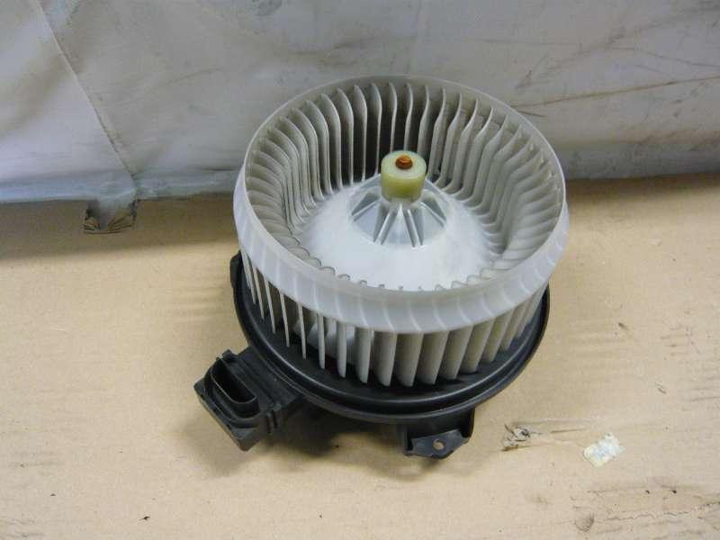Fiat Freemont XC / Gebläsemotor, Lüftermotor, Innenraumlüfter, Innenraumgebläse - Vorne  * AY 272700-5011 *