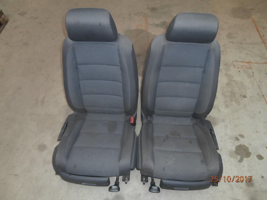 sitze frontsitze fahrersitz beifahrersitz 1k4881105 vw. Black Bedroom Furniture Sets. Home Design Ideas